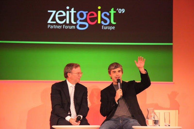 賴利‧佩吉(右)與Alphabet Inc.執行董事長埃里克‧施密特(左)。(圖/Loic Le Meur via flickr, cc license)