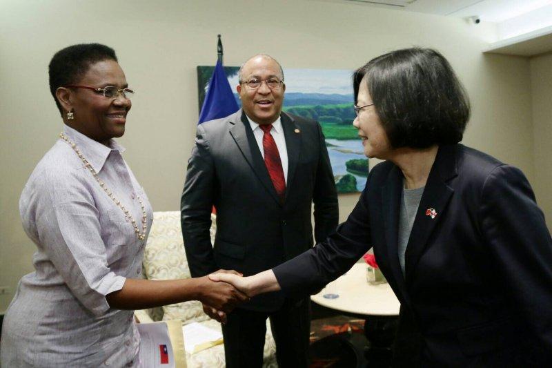 總統蔡英文離開巴拿馬前會見海地第一夫人及外長,海地期望台商來此投資。(總統府提供)