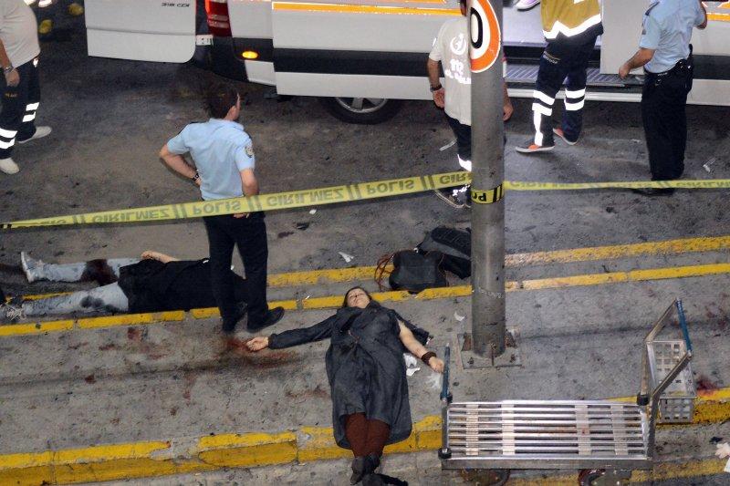 土耳其伊斯坦堡阿塔圖爾克國際機場(Istanbul Atatürk Airport)28日發生恐怖攻擊,死傷慘重。(美聯社)