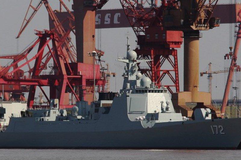 中國最新型052D導彈驅逐艦。(維基百科)