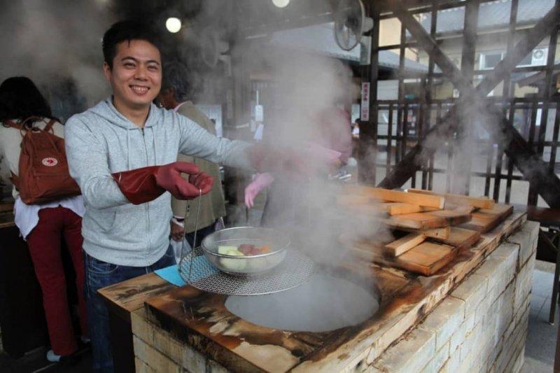 用溫泉蒸氣蒸煮食材,保證原汁原味。(圖/MATCHA)
