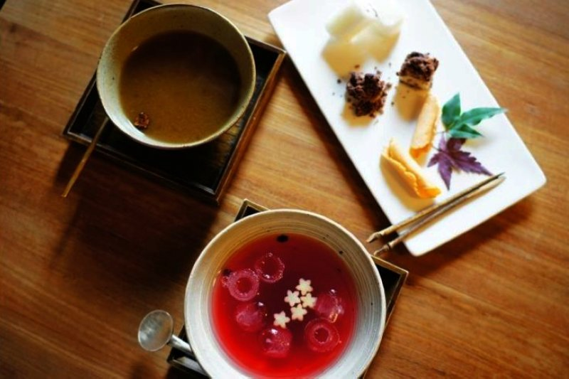 在韓國傳統茶屋中品茶,享用韓國傳統茶點(圖/佳畫堂@FaceBook)