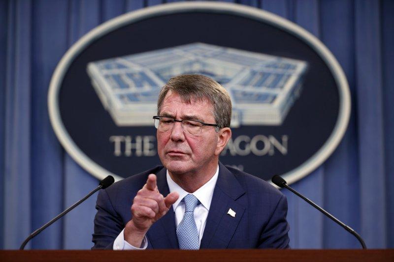 美國國防部長卡特宣布,即日起解除跨性別者擔任軍人的相關禁令。