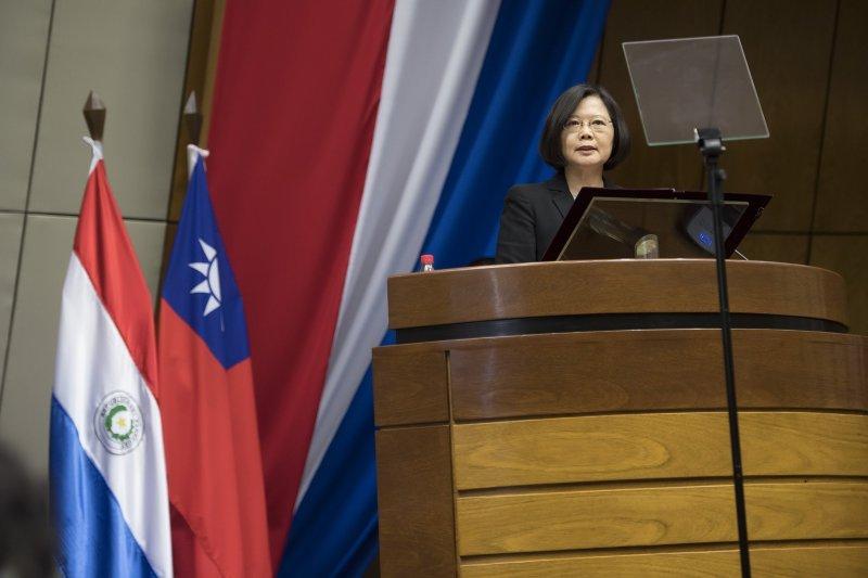 蔡英文總統已在台北時間1日下午聽取飛彈誤射的報告,已掌握最新資訊並了解相關部門的處理狀況。(取自蔡英文臉書)