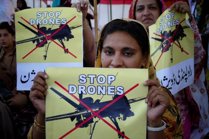 2011年4月23日,一名巴基斯坦女性抗議美軍的無人機空襲行動。(美聯社)