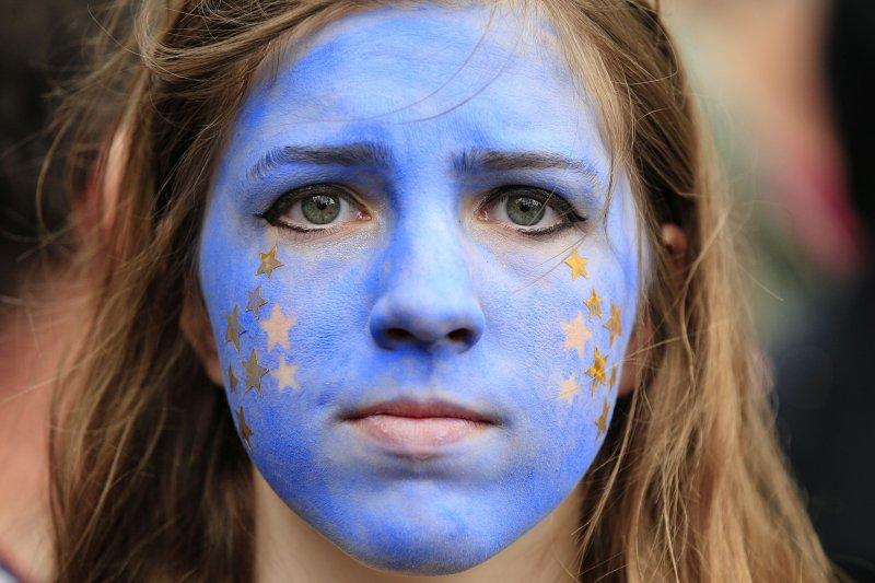 2016年7月2日,「挺歐洲大遊行」,英國大批反對脫離歐盟的民眾走上街頭,抗議脫歐公投結果。(美聯社)