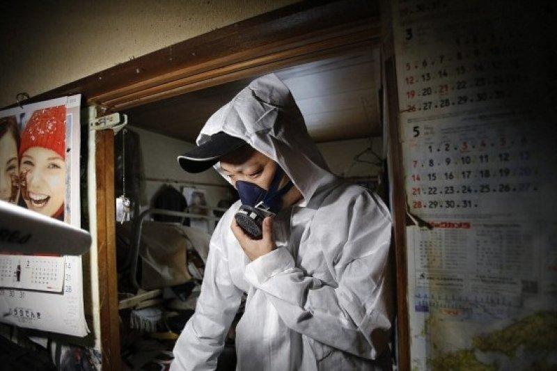 被人說是世界上最悲傷的工作,特殊清掃工作者到死亡現場處理腐爛的痕跡。(示意圖,非當事人/mio omi@Youtube)
