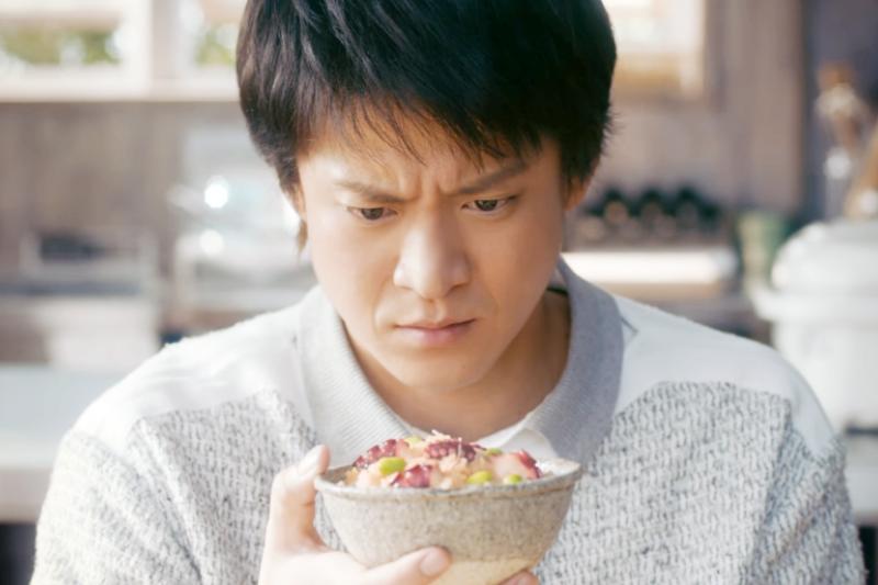 丈夫晚歸、不回家吃飯是許多人婚姻中,吵架的爭執點,為什麼家人一定要一起吃飯?(取自youtube)