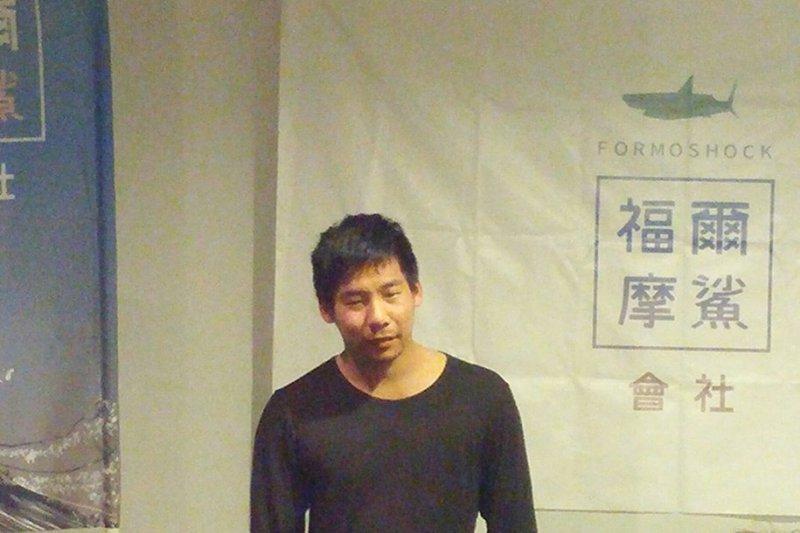 香港民主黨召集人陳浩天、發言人周浩輝來台竟遭到愛國同心會攻擊,讓社運人士王奕凱在臉書上痛罵:「愛中國同心會一再使用暴力,這次非告他們不可。」。(取自王奕凱臉書)
