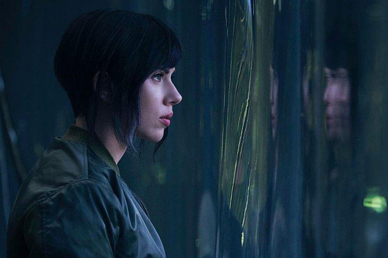 《攻殼機動隊》美國電影版的首張劇照。由「黑寡婦」史嘉蕾喬韓森挑大樑主演。(圖/IMDb)