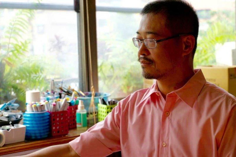 醫生詩人陳克華於臉書發表文章「現在的女生嚮往當妓女?」,引發爭議(圖/陳克華臉書)