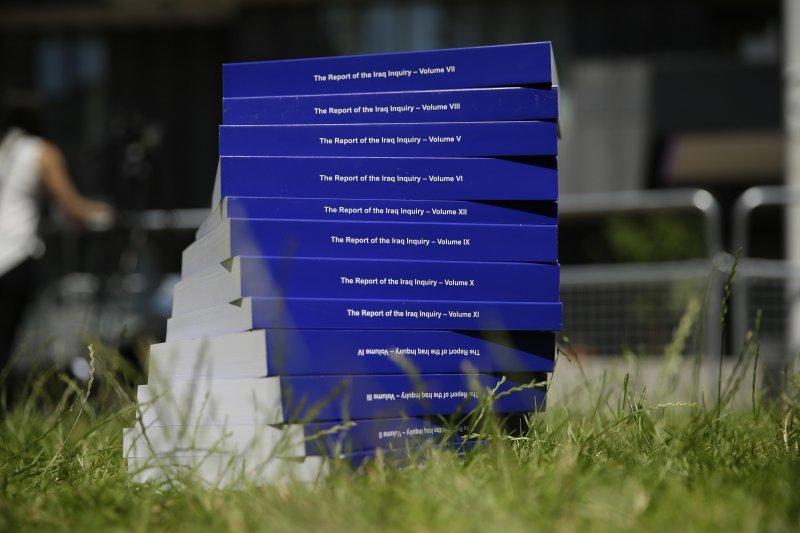 英國伊拉克戰爭報告書共260萬字,多達12冊。(美聯社)