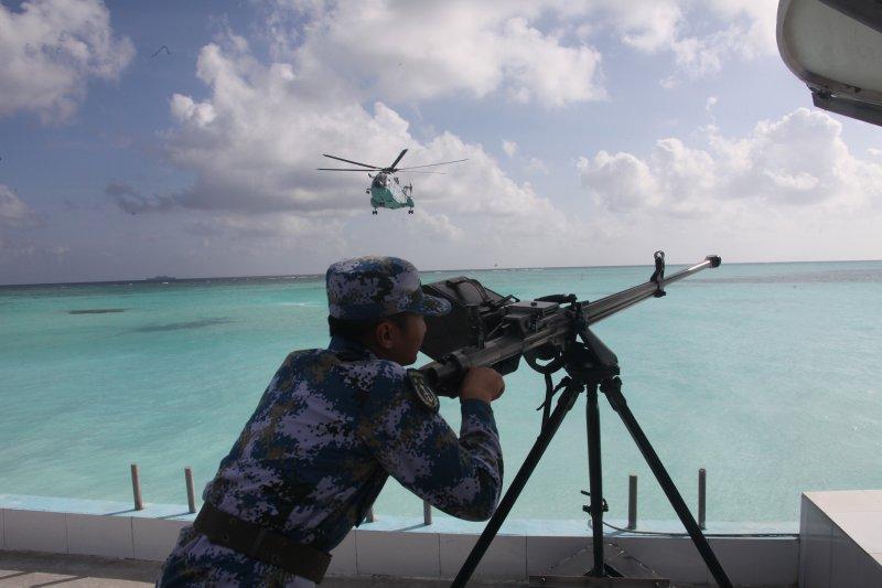 中國解放軍南海艦隊遠海訓練編隊展開島礁攻防演練(新華社)