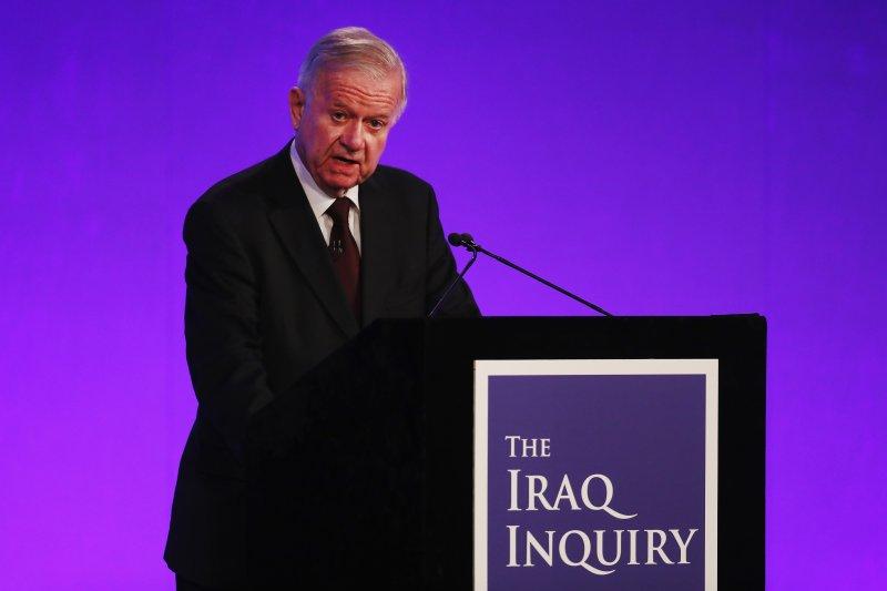 奇考特爵士公布歷時7年完成的英國伊拉克戰爭關鍵報告。(美聯社)