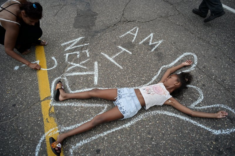 美國路易斯安那州與明尼蘇達州接連發生黑人無辜遭白人警員槍殺事件,全美各地民眾示威抗議,「我是下一個嗎?」(美聯社)
