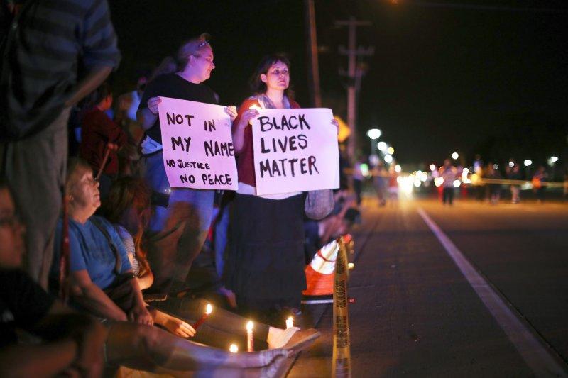 美國明尼蘇達州的黑人男子費蘭多.卡斯提(Philando Castile)無辜遭警察殺害,引起民眾大規模抗議。(美聯社)