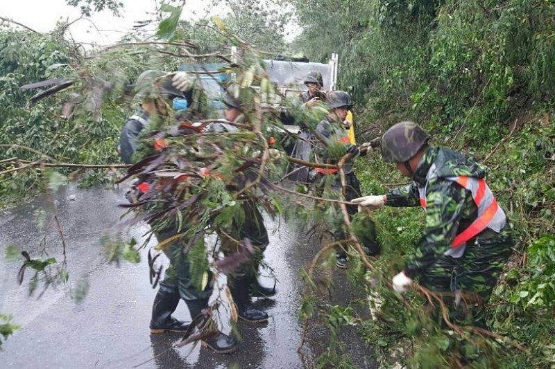 尼伯特颱風襲台,國軍派出八百人次協助救災。(台東指揮部提供/國防部發言人官方臉書)