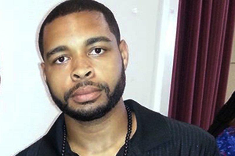 7日美國德州抗議警察種族歧視的示威中,狙擊槍殺了5名警察的25歲兇嫌強森。(美聯社)