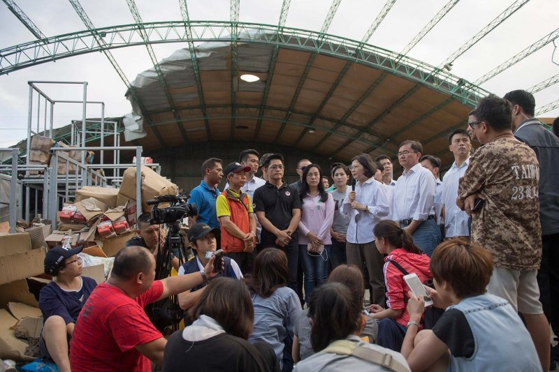 尼伯特颱風過後,總統蔡英文前往台東太麻里勘災。(總統府提供)