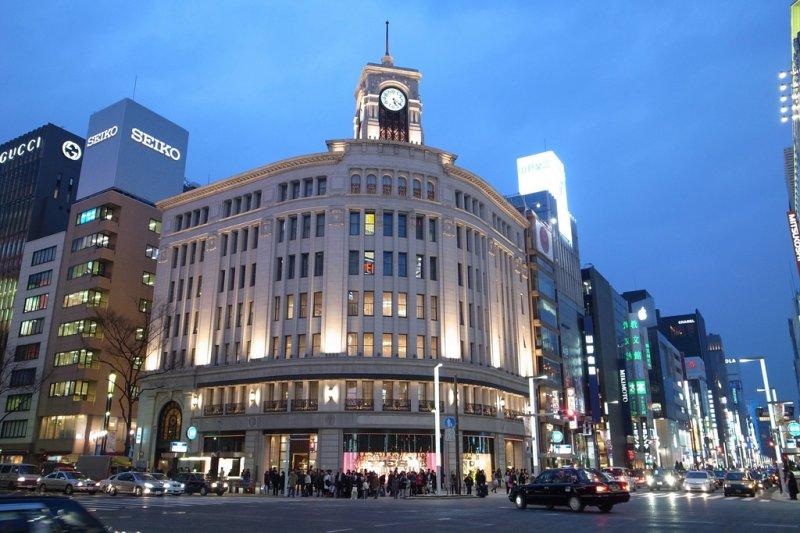 銀座彷彿「新中華街」,明明是東京高檔地段,卻滿巷子的中國觀光客。(圖/Zengame@Flickr)
