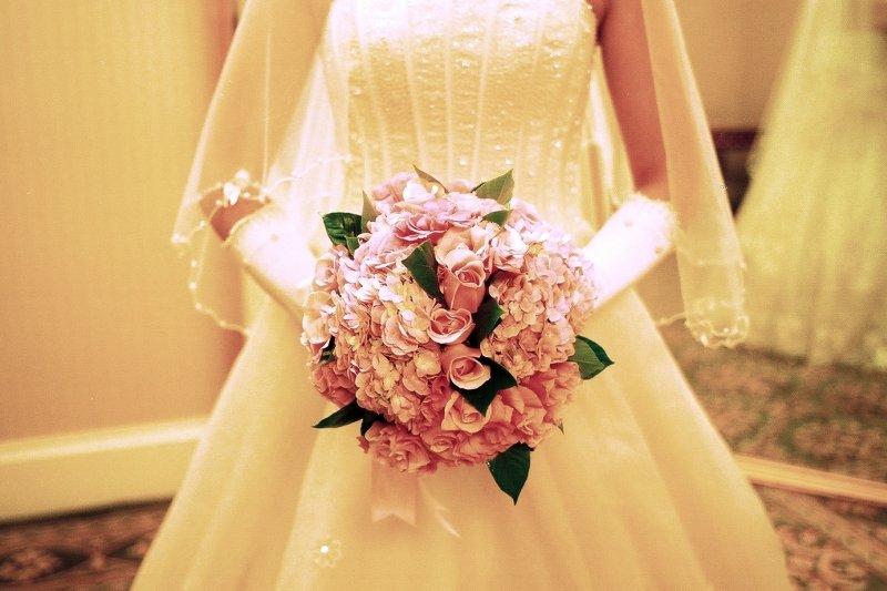 婚姻這種事,誰不希望一牽手就是一輩子呢?(圖/allen LI@flickr)