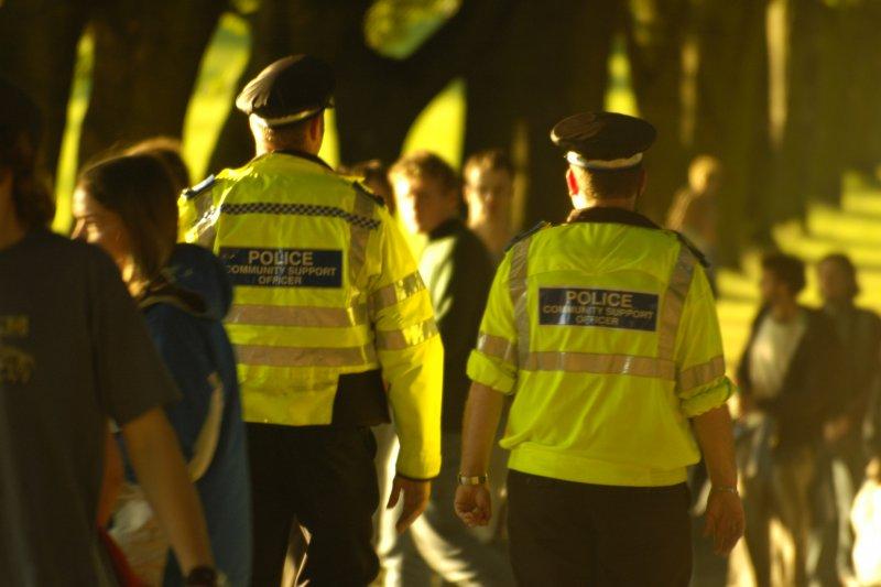 警察是十分辛苦的工作,不但需要良好的體力,也需要靈敏的應變能力去面對不同狀況。(示意圖/John Leach@flickr)