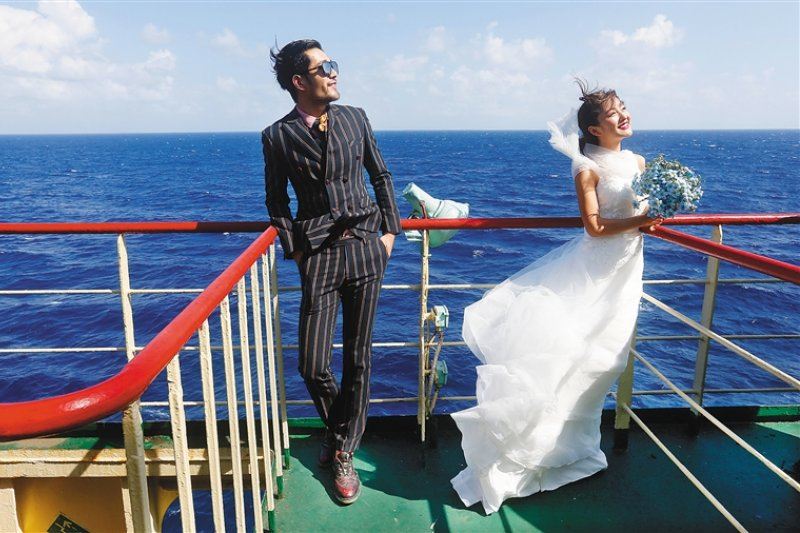 中國推廣西沙群島旅遊,主打海島風婚紗攝影。(取自網路)