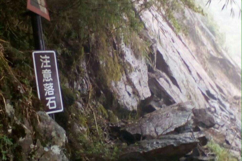 玉管處呼籲,玉山主峰步道崩塌,在進行修繕期間,為維護山友安全,將暫停受理玉山主峰線入園活動。(玉管處提供)