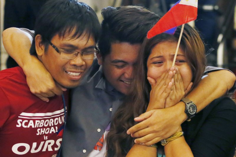 南海仲裁結果12日出爐,菲律賓人喜極而泣(美聯社)