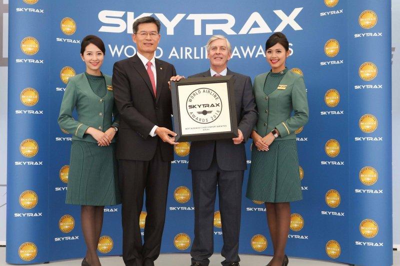 長榮獲2016全球最佳航空第8名、「最佳越太平洋航線」(Best Airline Transpacific)項目第1名。(取自 EVA Airways Corp. 長榮航空臉書)