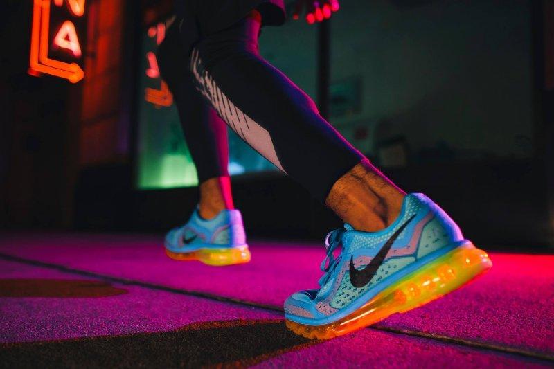美東最大紡織面料展Texworld USA夏季展今(23)日在紐約開幕,共700多家廠商參展,包括30多家台灣廠商。隨著北卡羅來納州的新廠3月投產,宏遠興業攤位打出Made in USA(美國製造)招牌,在台灣廠商群聚的展廳特別醒目。宏遠興業的客戶有一半在美國,包括耐吉(Nike)等品牌。(資料照,取自Nike臉書粉絲團專頁)