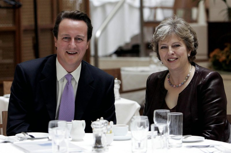 英國前後任首相卡麥隆(David Cameron)與梅伊(Theresa May)(美聯社)