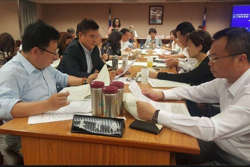 14日內政委員會開會情形(取自李俊俋臉書)