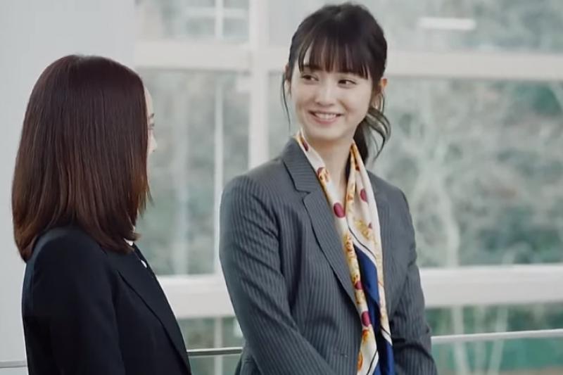 日本人同事間其實不太交換FB或LINE。(取自youtube)