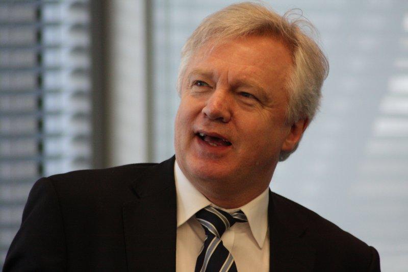 英國新任女首相梅伊上任,新設立「脫歐大臣」,交由脫歐大將戴維斯擔任。
