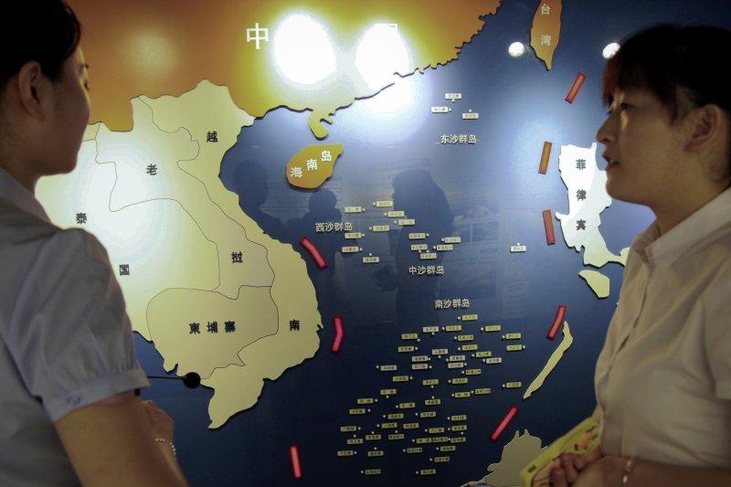 中國南京海洋國防教育館中的南海地圖。(美聯社)