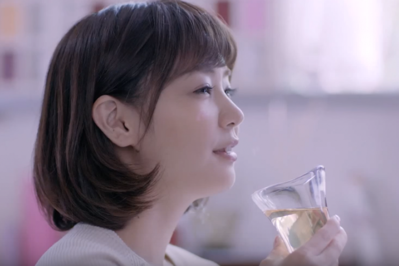 怎樣喝酒才不會醉倒呢?(圖/CHOYA 公式チャンネル@youtube)