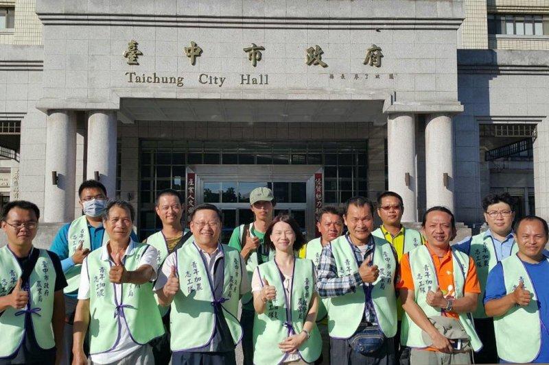 台中市政府號召「青年加農志工隊」,首批志工15日前進台東,以協助當農民復耕、復建。(台中市政府提供)