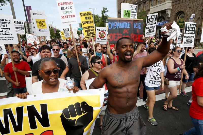 美國共和黨全國大會(RNC)18日在克利夫蘭揭幕,場外抗議不斷(美聯社)