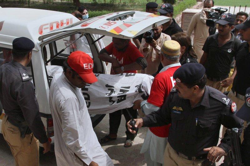 巴基斯坦女星坎迪亞・布洛許(Qandeel Baloch)遭親生兄弟「榮譽處決」。(美聯社)