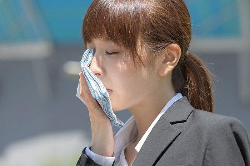 面對幾年來最熱的夏季,日本政府到底提出了什麼樣相應的創意與對策呢?(圖/擷取自Health Living網站)