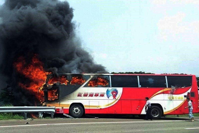火燒車意外事故遊覽車之同型車輛中,經檢驗竟有6成不合格。(美聯社)