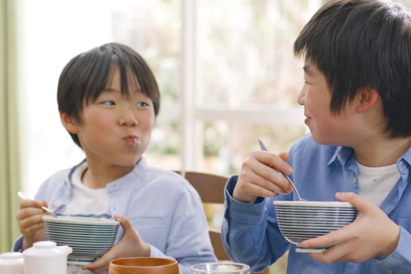 提供機會讓孩子在日常生活中練習「作選擇」是很重要的!(取自YOUTUBE)