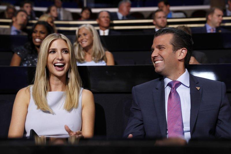 川普的女兒伊凡卡(左)和兒子小唐納(右)。(美聯社)