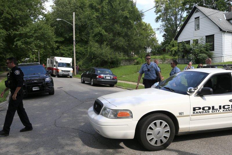 已於堪薩斯市警察分局服務17年的梅爾頓,在19日下午執行勤務過程中,遭嫌犯開槍射殺。(美聯社)