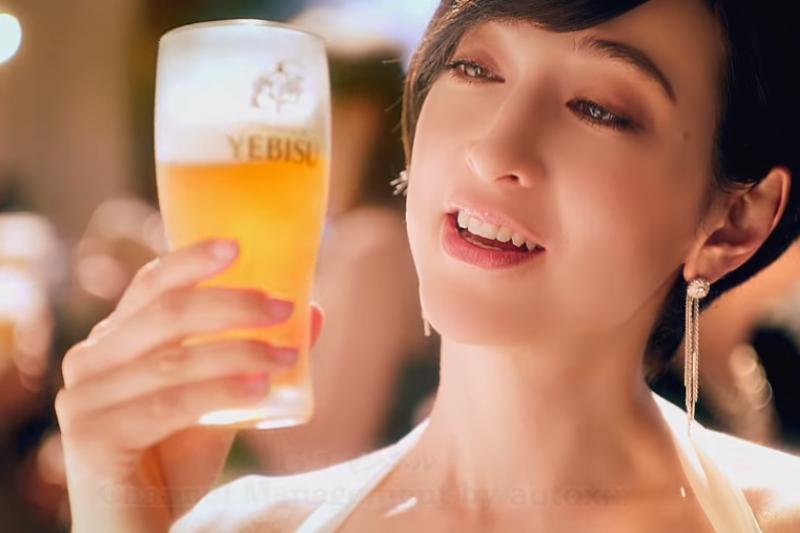 你知道在古埃及人已經懂得喝啤酒!?(取自youtube)