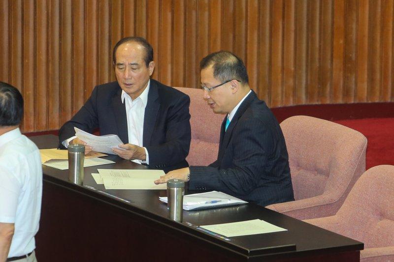 國民黨立委吳志揚向立法院長王金平請教。(陳明仁攝)