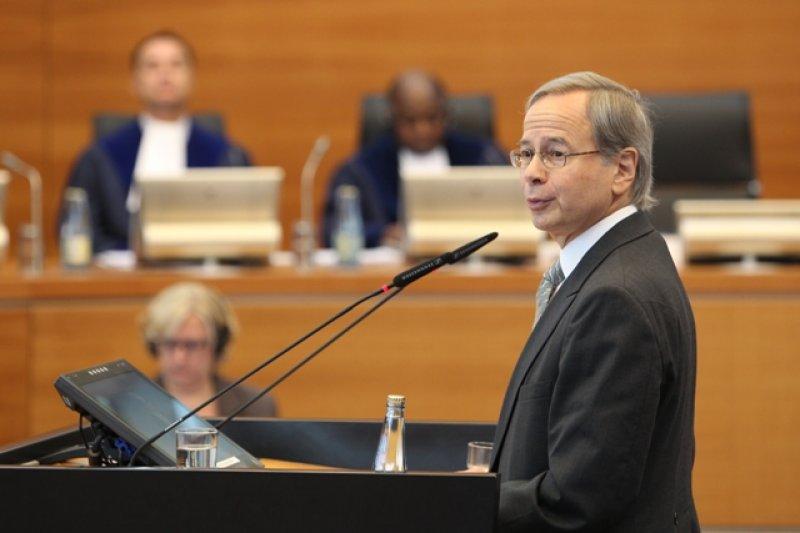 賴克勒律師於國際海洋法法庭出庭辯護。(國際海洋法法庭官網)