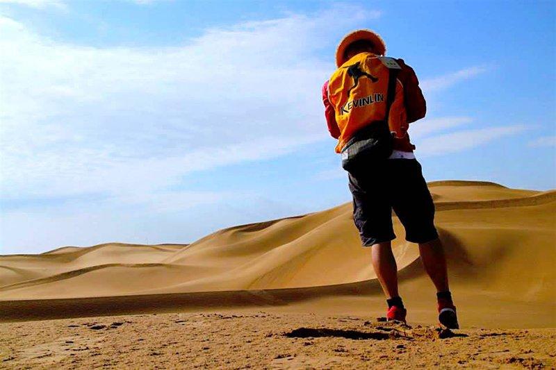 跨越撒哈拉沙漠困難重重,而林義傑說:「想到就要去做,這是最難的。」(圖/取自林義傑Facebook)