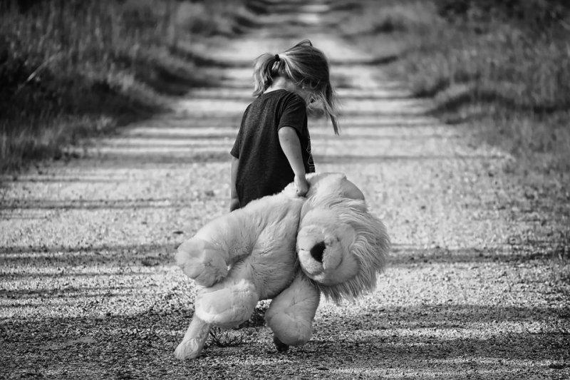 童年陰影並不會隨時間淡化,可能會給你更深的打擊!(圖/Greyerbaby@pixabay)